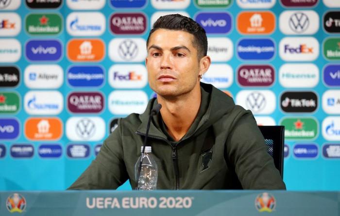 Cristiano Ronaldo'nun Coco Cola tepkisi su için- EURO2020